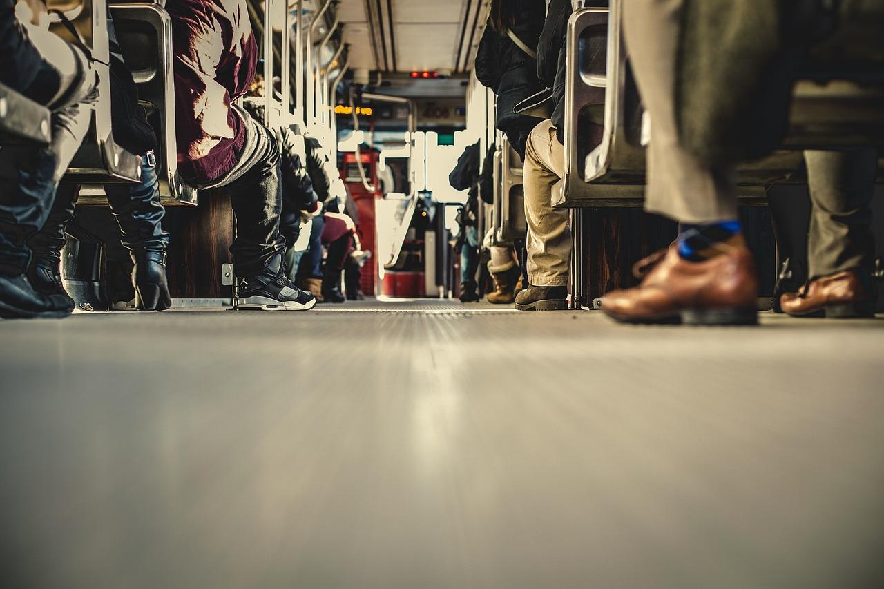 Trasporti, steward a bordo e app per prenotare le corse: le soluzioni dei sindacati dei trasporti per garantire un ritorno sereno a scuola